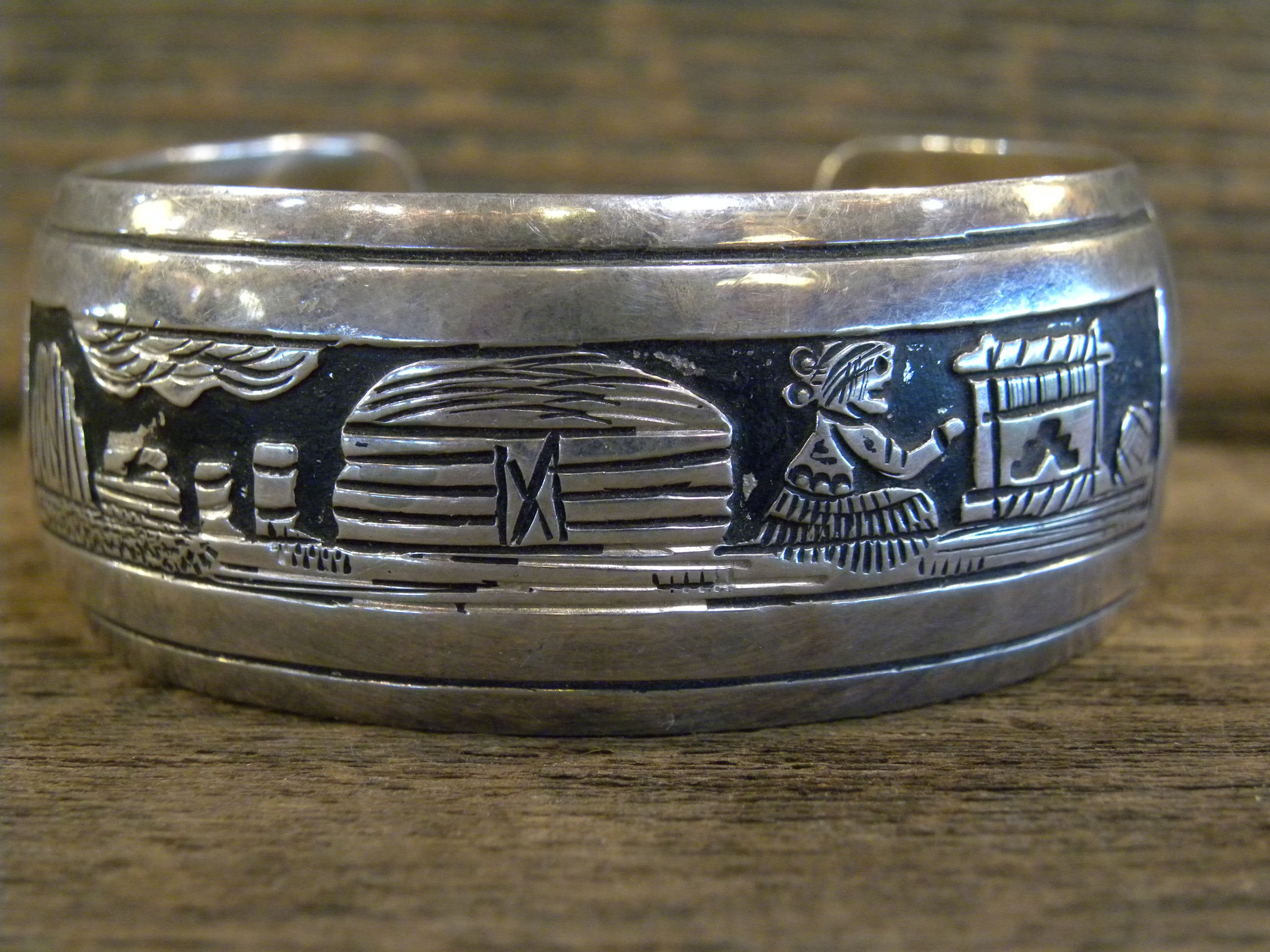 PB66 Pawn Storyteller Design Bracelet