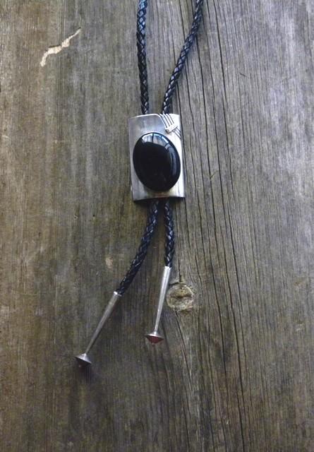 DM10BO Navajo Handmade Onyx Bolo Tie