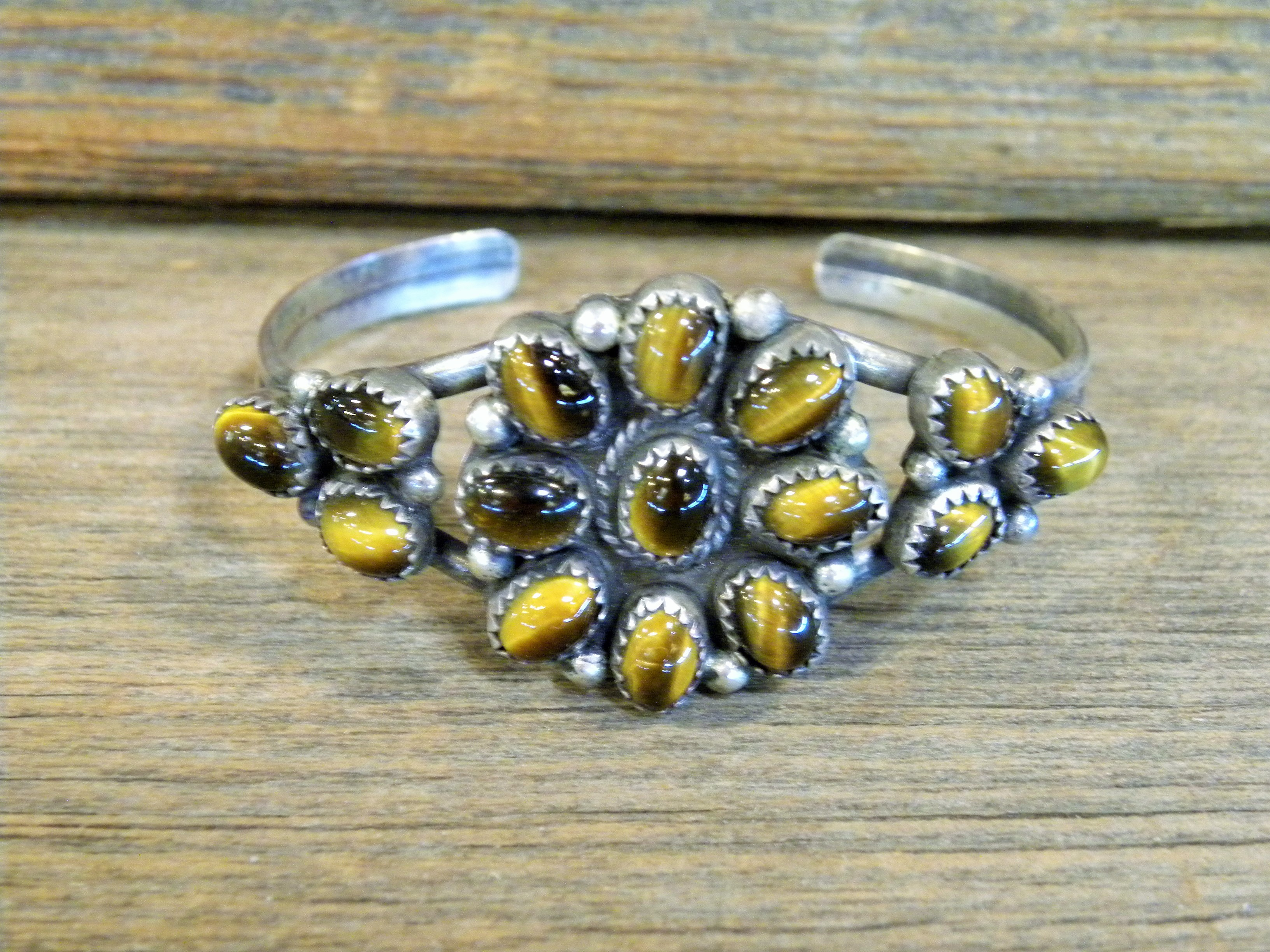 PB18 Pawn Tiger Eye Flower Bracelet