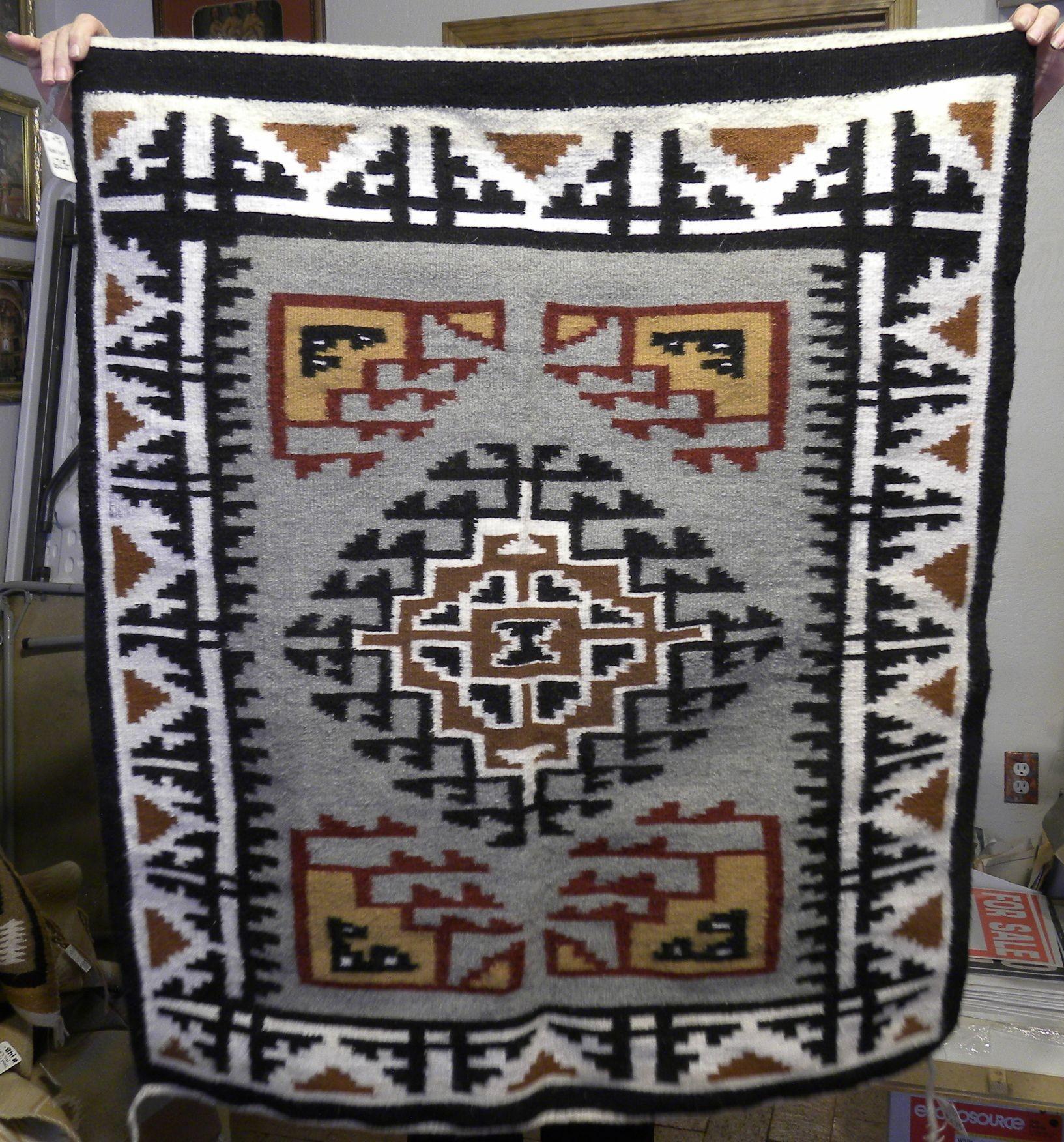 DER130 - Navajo Handmade Rug