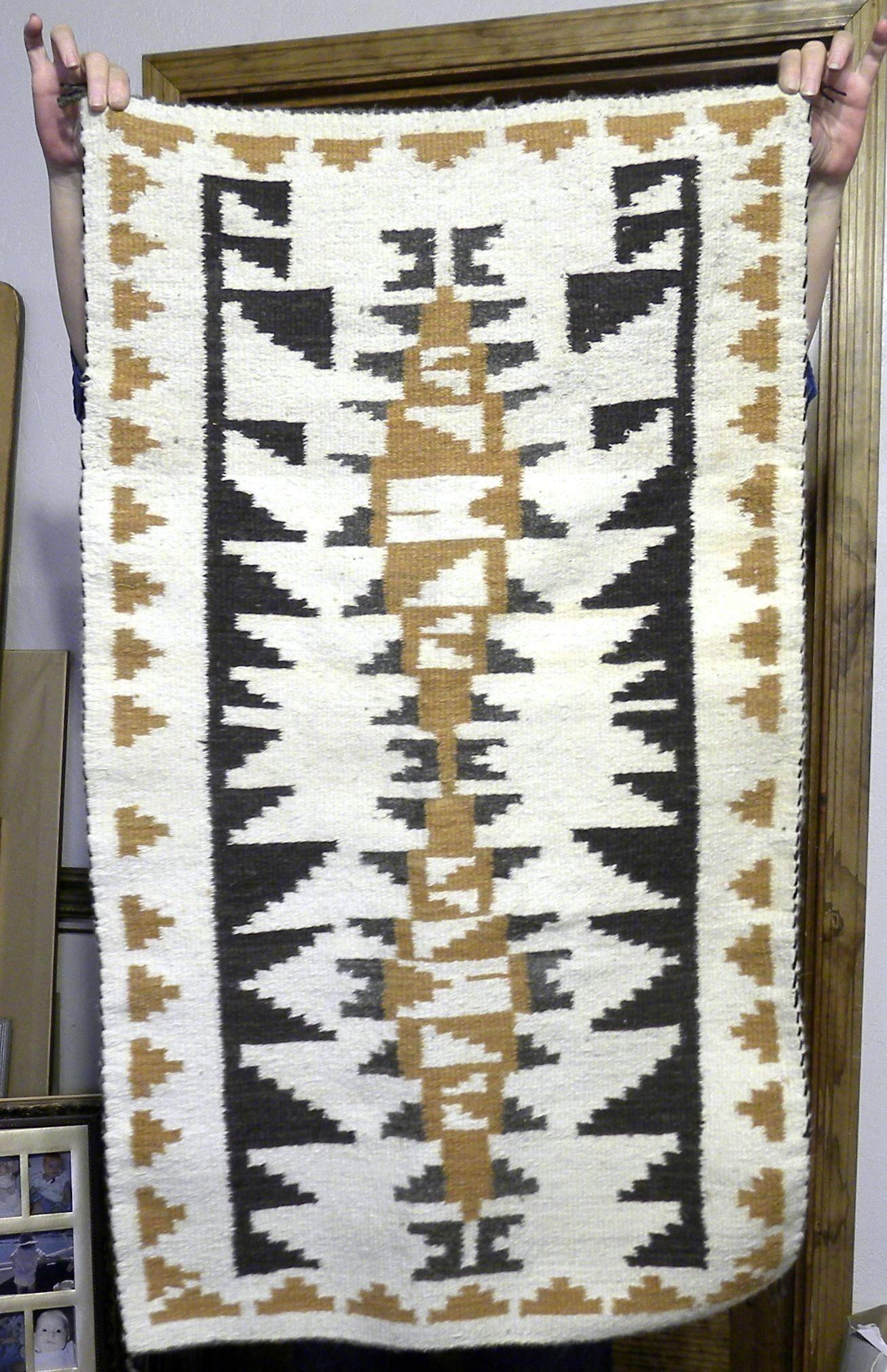 DER135 -  Navajo Handmade Rug