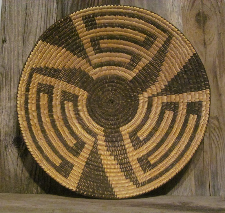 Handmade Antique Basket by the Pima (Tohono O'odham) Indians, made from Devils Claw, Cat Tail and Willow  ONB20